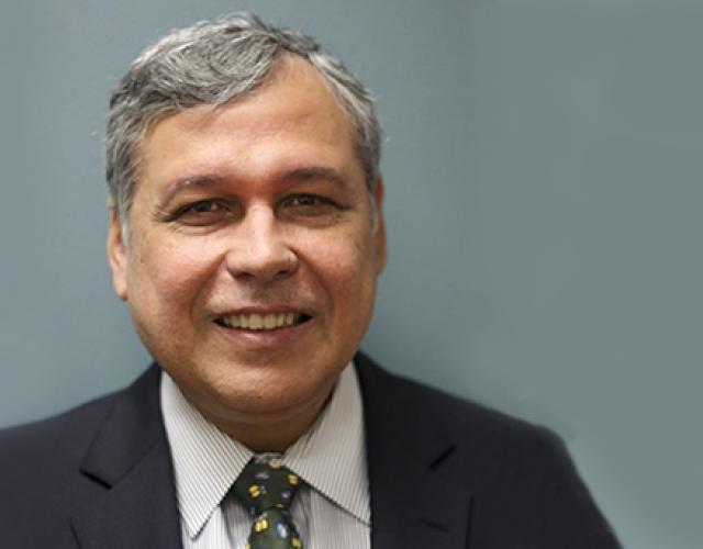 Dr. Alberto Davila